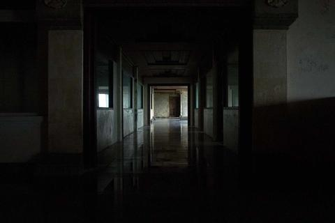"""Khách sạn cao cấp 30 năm chưa từng đón khách và """"truyền thuyết bị ma ám"""""""