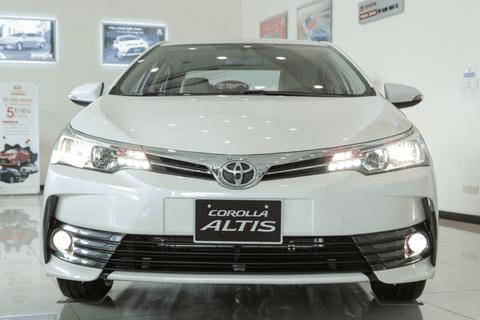 Sắp ra bản mới, đại lý Toyota giảm giá Corolla Altis hơn 170 triệu đồng