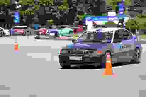 Khởi tranh giải đua ô tô thể thao Gymkhana tại Ninh Bình