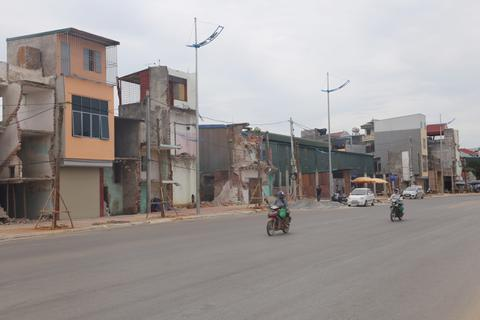 """Hà Nội: Huyện """"nhường"""" dự án, """"quan xã"""" thỏa sức lấy đất đem bán (!)"""