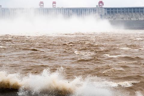 Mưa lớn tàn phá tỉnh Hồ Bắc, đập Tam Hiệp hứng đợt lũ thứ 3