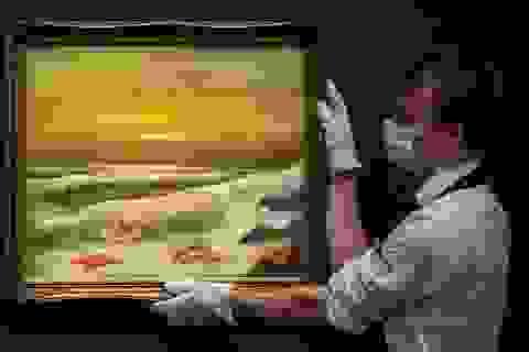 Bộ ba bức tranh khắc họa cảnh biển có giá hơn 35 tỷ đồng