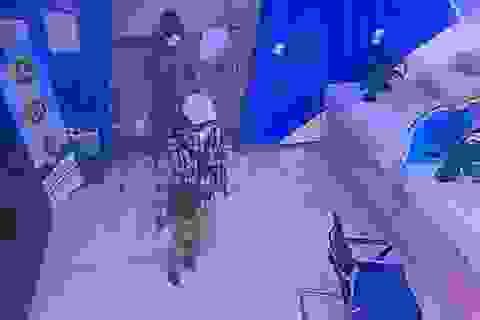 Công bố hình ảnh 2 đối tượng dùng súng cướp ngân hàng BIDV tại Hà Nội