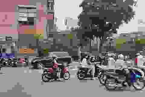 Hà Nội: 2 đối tượng táo tợn cướp ngân hàng rồi cướp xe máy bỏ chạy
