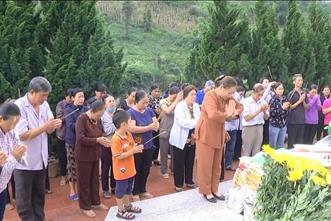 Hình ảnh cảm động người dân phố núi biên giới Mường Khương viếng liệt sĩ