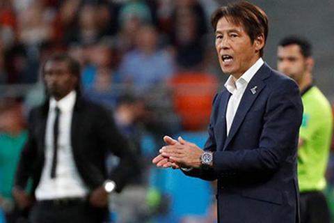 HLV Akira Nishino chưa thể trở lại, đội tuyển Thái Lan gặp khó khăn