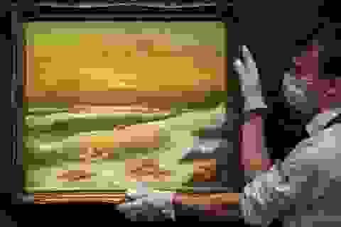 Bộ ba bức tranh khắc họa cảnh biển đạt mức giá 66 tỷ đồng