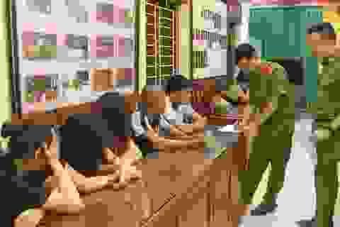 Dự đám cưới xong, vào quán karaoke thuê nhân viên phục vụ ma tuý