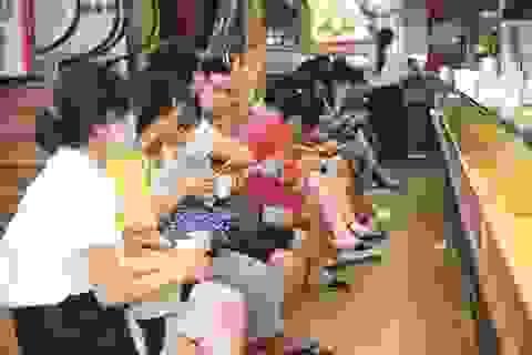 Giá vàng tăng giảm thất thường, nên mua hay bán?