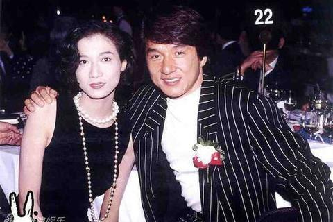 """Cựu hoa hậu bị Thành Long """"bỏ rơi"""" không kết hôn"""