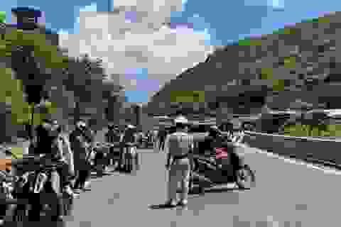 Huế lập chốt kiểm soát trên đỉnh đèo Hải Vân chặn xe từ Đà Nẵng ra