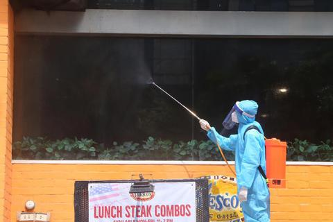 Hà Nội: Ca Covid-19 là nhân viên giao bánh hàng pizza bị viêm phổi, khó thở
