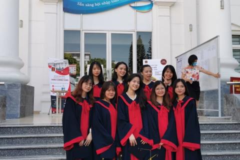 Thu nhập của sinh viên ĐH Hà Nội sau tốt nghiệp là 10 - 13 triệu đồng/tháng