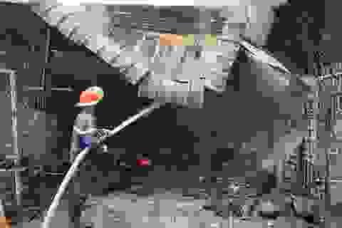 Cháy kho vải nghi do đốt rác