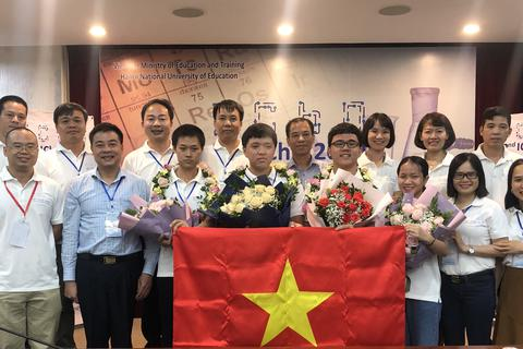 Việt Nam giành 4 Huy chương Vàng Olympic Hóa học Quốc tế 2020