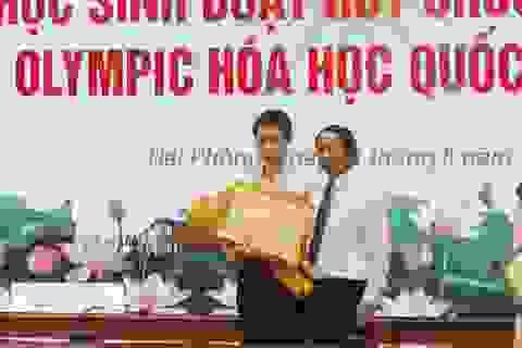 Thưởng 500 triệu đồng cho học sinh đoạt HCV Olympic Hóa học Quốc tế 2020