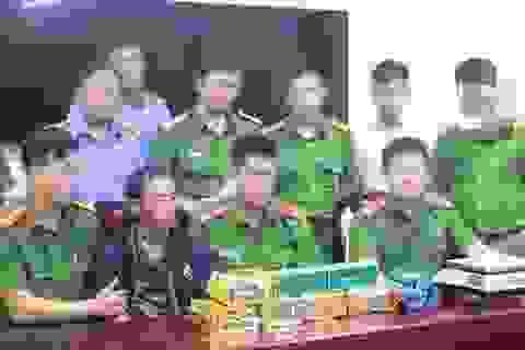 Vây bắt đối tượng mang 7kg ma túy đá trong đêm ở biên giới xứ Nghệ