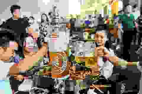Hàng nghìn người Trung Quốc không đeo khẩu trang, nô nức dự lễ hội bia