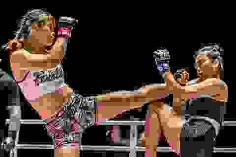 Nữ hoàng võ thuật Thái Lan dễ dàng hạ gục đàn em mới nổi