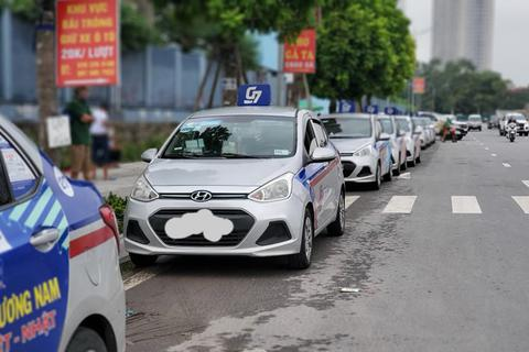 Hà Nội: Lái xe taxi điêu đứng vì Covid-19