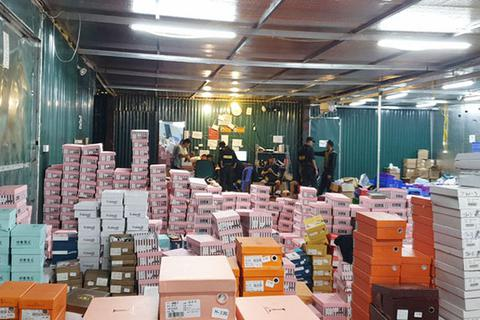 Chủ tịch Lào Cai đề nghị truy trách nhiệm vụ kho hàng lậu thu chục tỷ/tháng