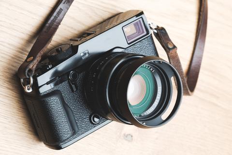 Lens 'huyền thoại' của Fujifilm bất ngờ có video quảng cáo sau 8 năm ra mắt