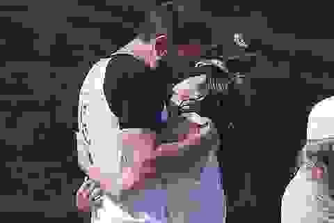 Ben Affleck và bồ trẻ hôn nhau say đắm trên biển