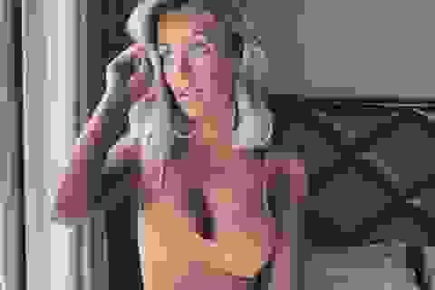 Laura Anderson tức giận vì bị... bơm ngực quá cỡ