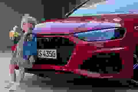 Audi gỡ bỏ quảng cáo có hình ảnh bé gái ăn chuối vì bị phê bình nhạy cảm