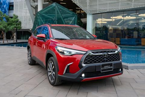 Toyota Corolla Cross giá từ 720 triệu, xen giữa Hyundai Kona, Mazda CX-5