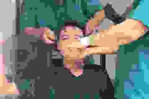 Đà Nẵng: Xúc động hình ảnh cuộc chiến chống Covid-19 của chiến sĩ áo blu