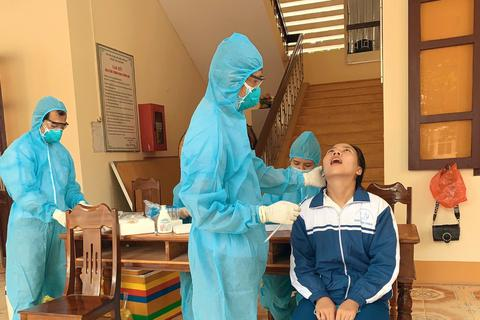 Quảng Trị: Gần 300 học sinh được xét nghiệm SARS-CoV-2 trước kỳ thi