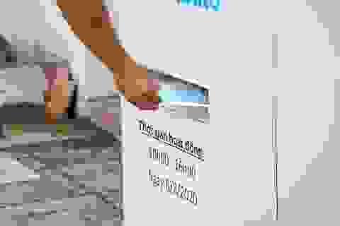 """""""ATM khẩu trang"""" miễn phí ở Sài Gòn"""