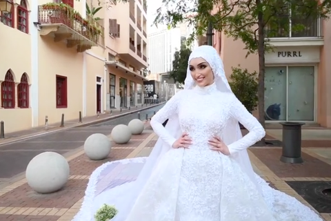 Video cô dâu suýt bị hất văng trong vụ nổ tại Li Băng