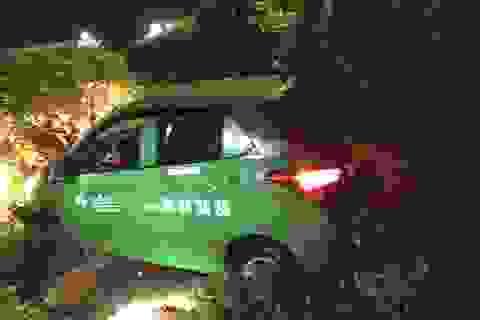 Lừa tài xế taxi vào đoạn đường vắng, khống chế cướp tài sản