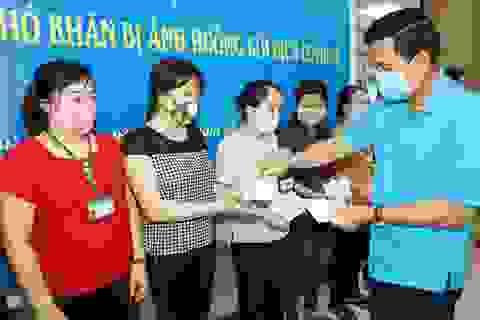 Ninh Bình: Tặng 400 suất quà cho công nhân ảnh hưởng dịch Covid-19