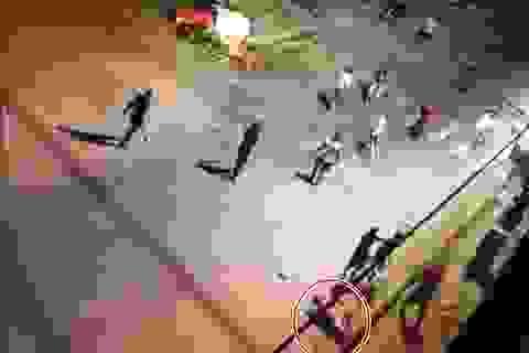 Hỗn chiến ở quán cháo, nam thanh niên về nhà lấy súng để trả thù