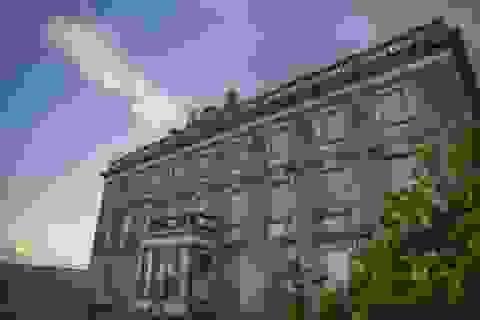 """Bên trong """"căn biệt thự ma ám"""" ở Ireland vừa được rao bán"""