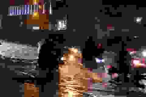Mưa tối trời, Sài Gòn ngập nặng, kẹt xe đến tận nửa đêm