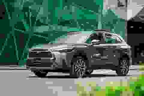 Toyota ra mắt mẫu xe Hybrid đầu tiên trên thị trường Việt Nam