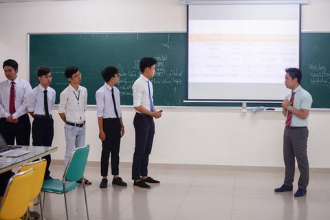 """3 """"bí kíp"""" tạo nên đẳng cấp khác biệt của sinh viên Quản trị kinh doanh HUTECH"""
