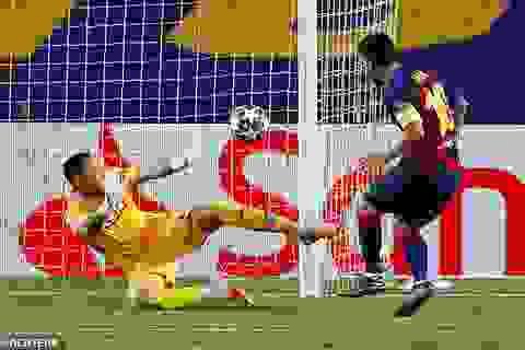 Messi rực sáng, Barcelona hạ Napoli và tiến vào tứ kết Champions League