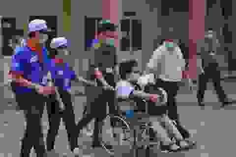Kỳ thi tốt nghiệp THPT đáng nhớ của sĩ tử ngồi xe lăn giàu đam mê