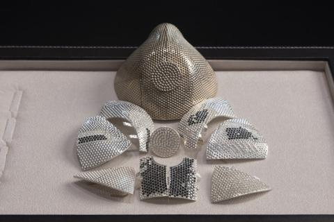 Khẩu trang Covid-19 nạm kim cương, giá 1,5 triệu USD