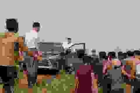 """""""Soi"""" chiếc SUV hạng sang ông Kim Jong-un lái đi thăm vùng lũ"""