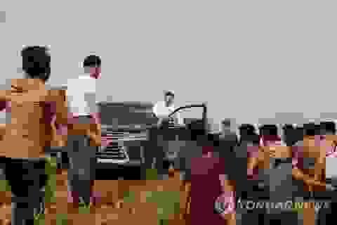 Ảnh hiếm ông Kim Jong-un lái xe thăm người dân vùng lũ