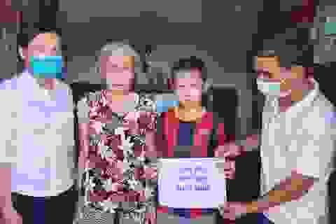 Bạn đọc Dân trí ủng hộ cụ bà 88 tuổi nuôi con tâm thần và 2 cháu nhỏ