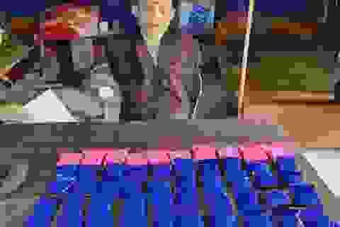 Dùng xuồng máy đưa ma túy từ Lào vượt sông vào Việt Nam