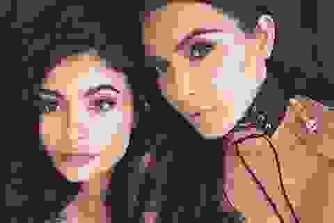 """""""Tỷ phú hụt"""" Kylie Jenner tìm đến Kim Kardashian mỗi khi gặp khó khăn"""