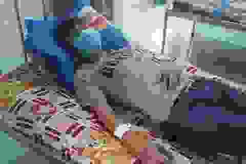 Điều dưỡng bị đánh bầm dập vì ngăn người nhà bệnh nhân tấn công bác sĩ
